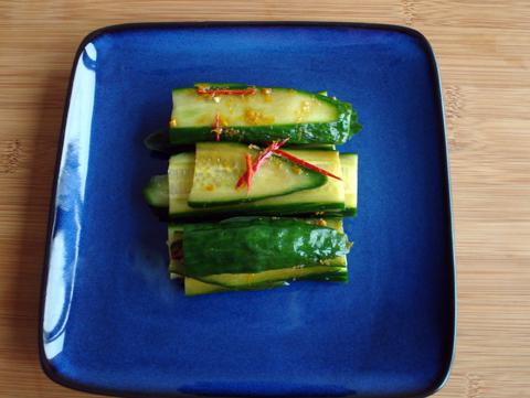 Vegatopia's Chinese Komkommer Salade